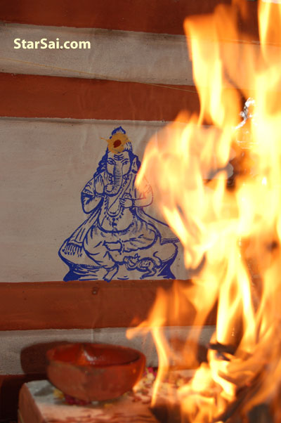 Vinayakar drawing during Kumbabishekam with Holy fire