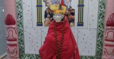 Saibaba photo during Shej Aarti
