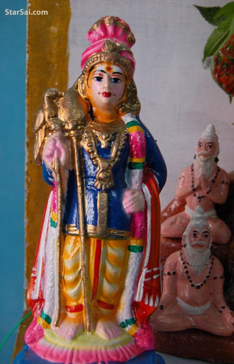 Palani Murugan statue kept during Navratri festival gollu